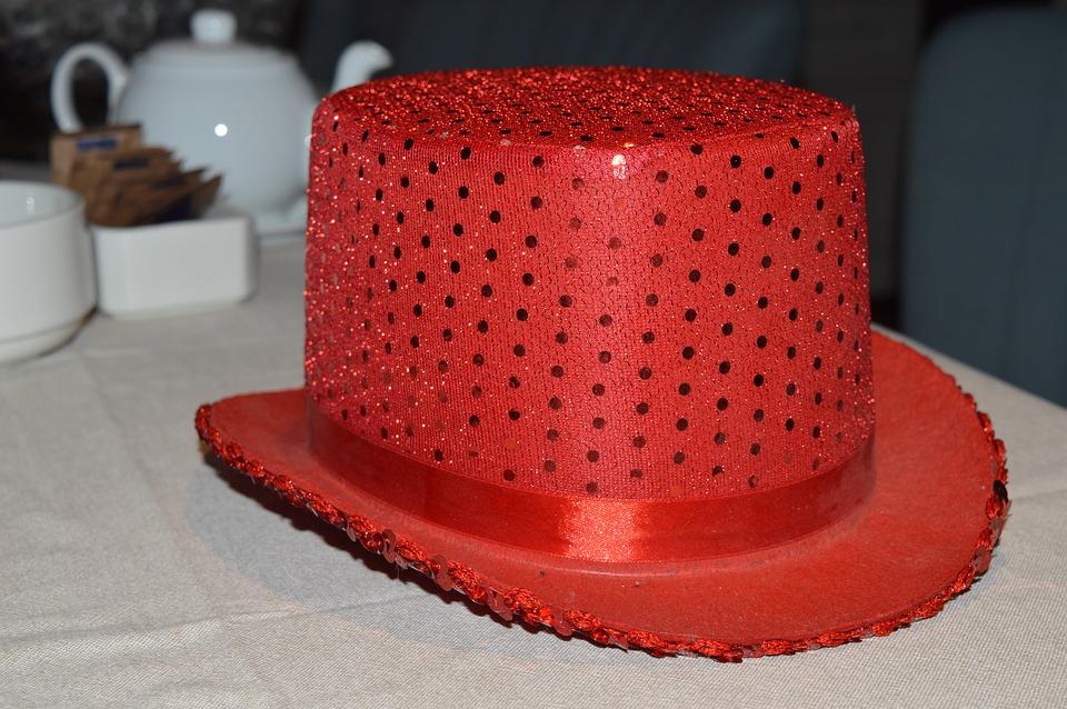 Un sombrero rojo  ( … o la mirada femenina a lo largo de los años…  )