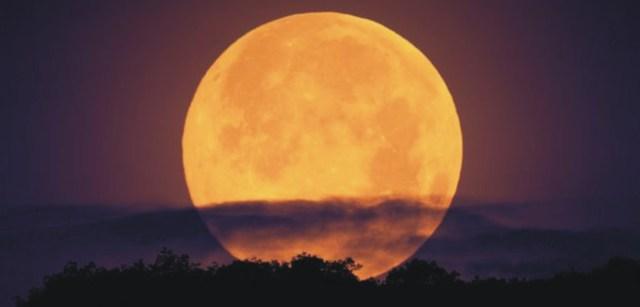 La luna llena de este mes es la luna de la cosecha.